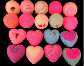 18 Bath Bombs Gift Set - Round and Heart Shaped Bath Bombs - Assorted Scents Bath Bomb Fizzy Fizzies Handmade