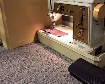 Singer Touch & Sew Sewing Machine Deluxe Zig-Zag Model 620 w/ Carrying Case