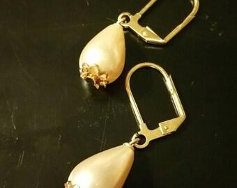 SALE SALE SALE Pearls of wisdom earring