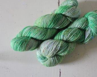 Hand-dyed sock yarn 420 m LL / 100 g Tweedy Feet - Matcha