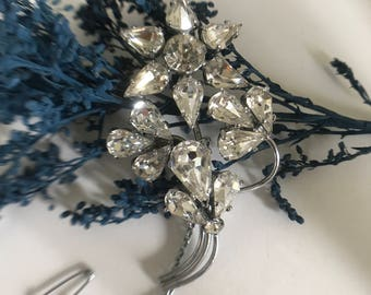 Flower Rhinestone Vintage Brooch. Flower Brooch. Vintage Crystal Brooch.