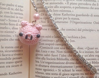 Bookmark hook with pig amigurumi