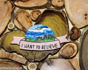 X-files Wooden Brooch - UFO Alien pin - X-files jewelry - Alien - Flying Saucer - Natural One of a kind - pin - hand-painted Brooch