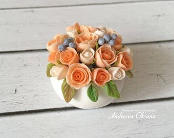Dollhouse Miniature Flowers - Bouquet with delicate roses and blueberries