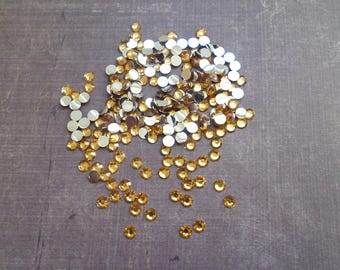 300 set rhinestones 4 mm Caramel color