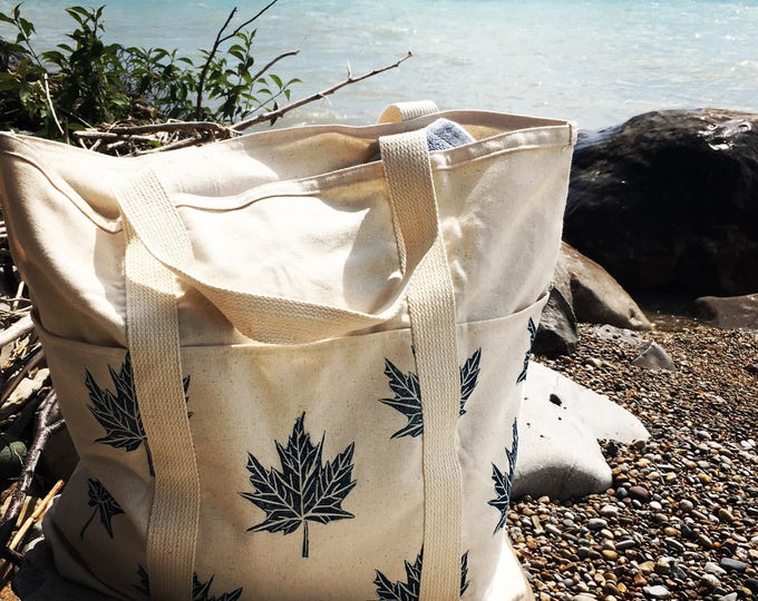 Large organic canvas carryall - Maple leaves in navy