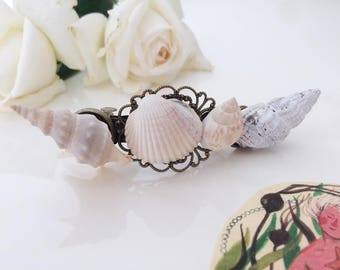 Hair clip with real sea shells and bronze details