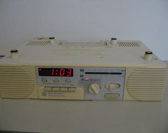 Vintage General Electric Spacemaker AM/FM Stereo Clock Radio