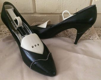 Vintage Shoes,Ladies Stuart Weitzman Black Pumps, size 71/2, Vintage Shoes, Vintage Clothes, Home and Living, Ladies Stuart Weitzman shoes.