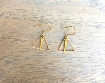 Hollow triangle earrings and brass drop
