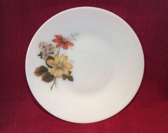 "Pyrex JAJ Autumn Glory Dahlia Dinner Plate 10"" Diameter"