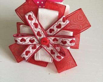 Red hearts circular hair bow