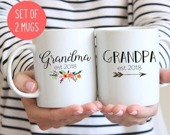 Grandparents mugs, Gift for new Grandparents, Grandma and Grandpa mugs, Pregnancy reveal mugs, 2017 or 2018 (M384 M404 2D)