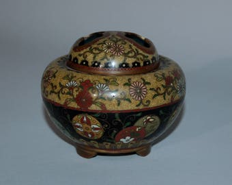 Small cloisonné koro incense burner with cover, Japan, Meiji era