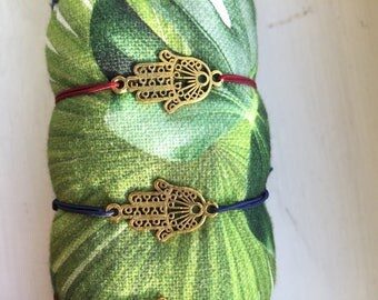 TORTUGUERO Thin elastic bracelet (light blue) with Hamsa hand