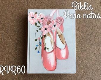 Biblia pintada a mano para apuntes RVR60 con zapatos de ballet y flores