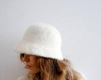 ON SALE Vintage White Angora Hat White Faux Fur Hat Ivory White Hat Angora Hat Warm Hat Winter Hat Medium Size Hat Ladies Hat White Hat Soft