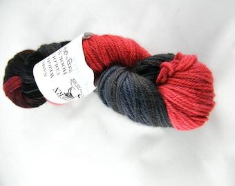 Sport Yarn - Handdyed in Canada - Red & Black - 100% Merino - 100g - 295 yd - Bayou Yarn - One of a Kind - Riptide Colourway #484