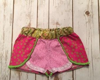 Boho size 2T Pom pom shorts