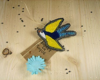 """Brooch """"bird in the wind"""" felt embroidered"""