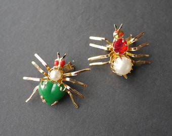 Two novelty fashion spider brooches 1960s lightweight metal and beads