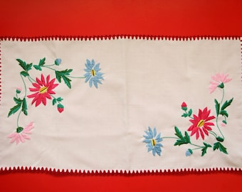 "Vintage,Hungarian handmade ""Kalocsa""embroidered doily,centerpiece.flower pattern"
