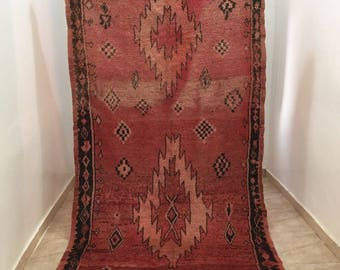 A very nice vintage Moroccan rug Boujaad (2.54/1.44m) (100 inches X 56,7 inches) (8,3 feet X 4,7 feet)