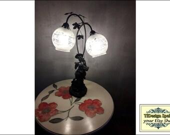 Vintage lamp, Art Nouveau lamp, Women's figure lamp, Ornamental lamp, Table lamp, Decorative lighting, Woman figure, Desk Lampa