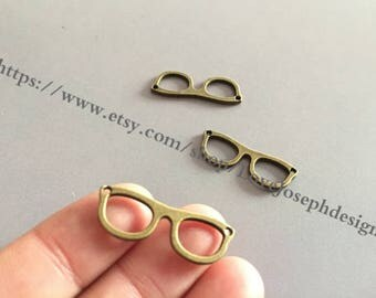 100 Pieces /Lot Antique Bronze Plated 10mmx28mm glasses Charms