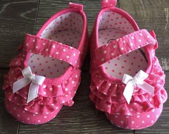 PINK BABY SHOES, Pink Polkadot Baby Shoe, Pink Crib Shoe, Pink Baby Shoe, Baby Booties, Baby Girl Shoes, Pink Infant Shoes, Infant Shoes