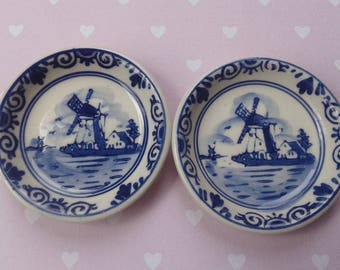 Handpainted Delft Blue 21, 2 small saucers