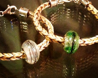 Horsehair bracelet with resin horsehair bead