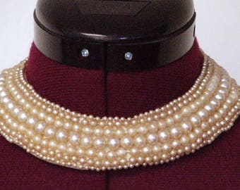 Vintage faux pearl collar necklace with satin lining