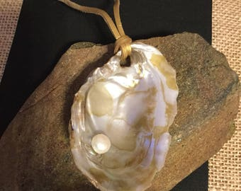 Freshwater shell with freshwater pearl