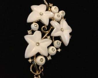 CROWN TRIFARI Ivy and Berries White Molded Glass Brooch