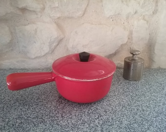 Red saucepan LE CREUSET vintage, old skillet or pot enameled cast iron, diameter 14, made in France-70s