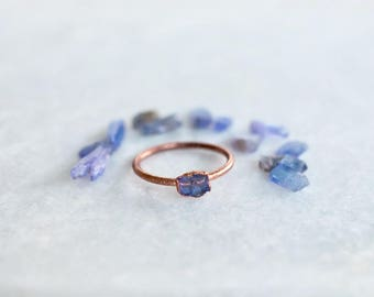 Raw Tanzanite Ring | Delicate Stone Ring | Rough Gemstone Ring | Tiny Stacking Ring | Minimalist Ring | December Birthstone Ring | Boho Ring
