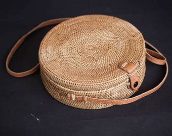 Medium Round Ata Rattan Bag, Summer Bag, Unique Design with Leather and Metal Clip, Perfect Gift for Her
