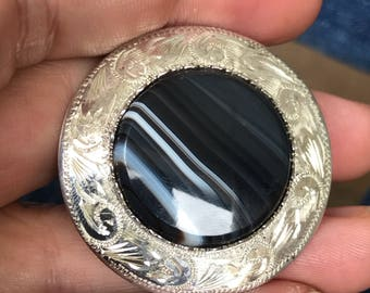 Ward Bros. Vintage sterling silver scottish banded agate brooch pin round circular grey black striped hardstone edinburgh hallmarked marks