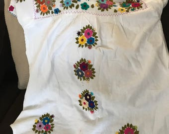 White embroider flower blouse