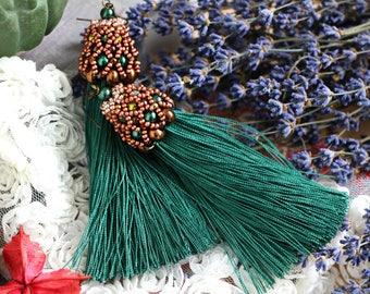 Green earrings, handmade green earnings, tassels earrings, green tassels earrings, emerald earrings