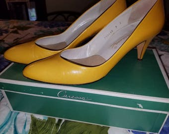 Vintage Caressa Yellow pumps