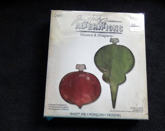 Tim Holtz - Alterations - Movers and Shapers Carved Ornaments - Sizzix die (1)