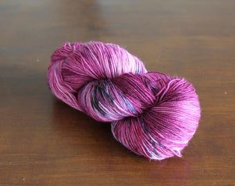 Handdyed yarn, sock yarn, fingering weight, yarn, socksanity, socksanity arachne, pink yarn, pink, blue