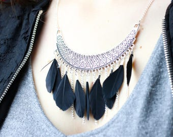 Bib necklace black feathers