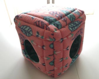 """Cube Bed in """"Feathers & Arrows"""" for Guinea Pig 