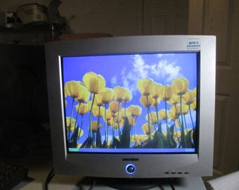 """Emachines 786N 17f3 17"""" 1280 x 1024 DPI Max CRT Color Monitor VGA/Power Cable Included"""