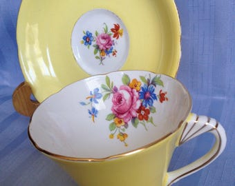 Grafton teacup - vintage buttercup yellow.