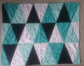 Triangle Cot Quilt