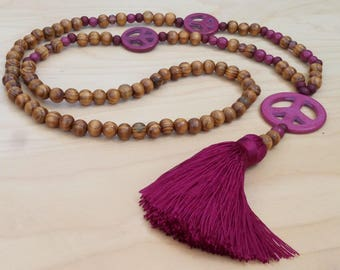 Long - long necklace - wood - Howlite - Peace and love - bohostyle - Bohemian - Dreamcatcher - boho chic - Ibiza - tassel - hot pink
